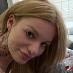 Image Tatuaj pe buci si masaj la pizda roz