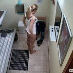 Image Blonda la solar filmata cand se freaca la pizda