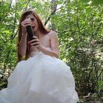 Image Parasita in ziua nuntii mireasa se masturbeaza in padure
