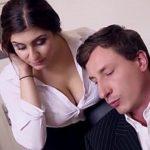 Image O secretara cu tate mari se fute la birou si inghite sperma