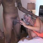 Image Matura futacioasa cu tate mari penetrata de negru dotat