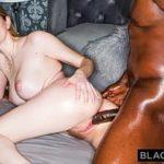 Image Blonda dominata de negru cu pula de 30 cm