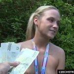 Image Sex in padure cu o blonda pentru bani