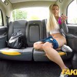 Image Sofia se craceste pe bancheta din taxi pentru sex neprotejat