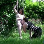 Image Mya si Estelle se masturbeaza in leagan si fac sex cu gradinaru
