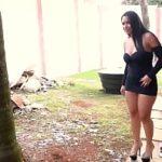 Image Curva de pe net invitata la sex in gradina
