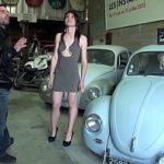 Image Lila vinde masini de epoca si face sex cu doi barbati