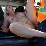 Image Sex in masina cu milfa siliconata