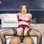 Image Kitane Lure in sutien si dres penetrata anal de negru