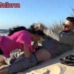 Image Bruneta suge pula pe plaja unui turist bogat