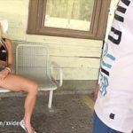 Image Milfa in public se masturbeaza si e fututa de un barbat
