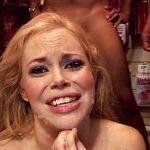 Image Blonda in sex shop se fute in cur cu trei barbati