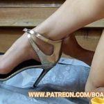 Image Blonda goala la webcam freaca pula intre picioare