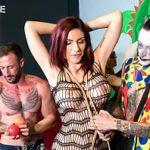 Image Sex in grup la loc de joaca din mall