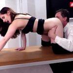 Image Perversa la birou suge pula si face sex cu sefu