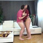 Image Cuplu si-o trag la webcam si sotia e stropita pe sani cu sperma