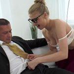 Image Secretara tarfa suge pula si se fute pentru marire de salariu