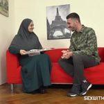 Image Musulmanca primeste pula mare si groasa in gura de la militar