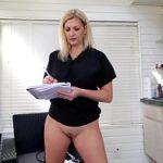Image Doctora curva isi arata pizda la webcam