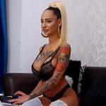 Image Romanca blonda siliconata in privat la videochat xxx romania
