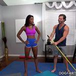 Image Prof de Yoga face sex cu negresa curva Nadia