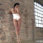 Image Balerina penetrata in funduletul mic geme de placere