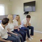 Image Doua blonde gemene fac sex cu prietenii dotati