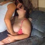Image Graviduta face sex cu amica care o fute cu dildo