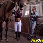Image Bruneta sexy calareste cai si puli mari cu coaie pline de sloboz