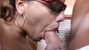 Image Bunica ii suge pula nepotului pana ramane cu slobozul in gura si inghite