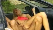 Image Se fute in parcare cu un sofer jegos care miroase urat